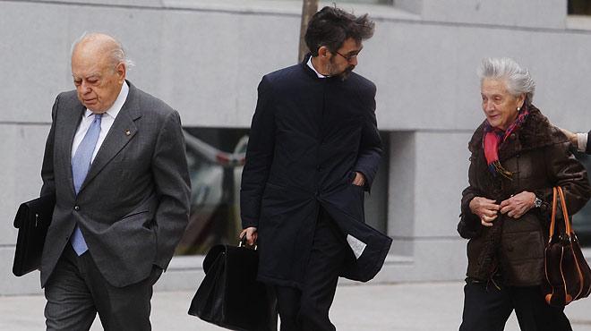 Jordi Pujol y su esposa, Marta Ferrusola, a su llegada a la Audiencia Nacional para declarar ante el juez Jos� de la Mata.
