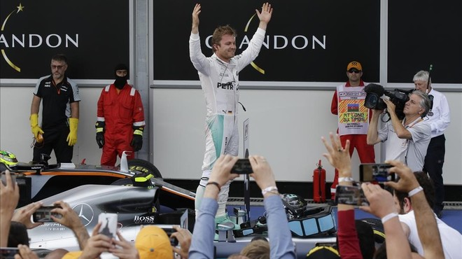 Rosberg s'allunya de Hamilton al guanyar a Bakú