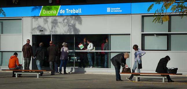 La privatizaci n de servicios del inem desata una batalla - Oficina empleo barcelona ...