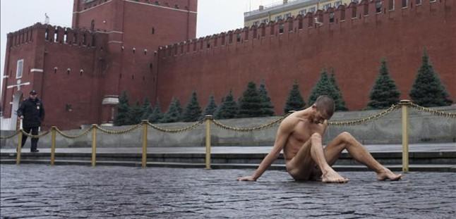 Servicio ruso desnudo