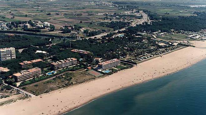 Gavà recupera la bandera blava que distingeix la qualitat de les platges