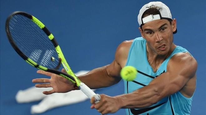 Rafael Nadal, durante un entrenamiento en Melbourne previo al Abierto de Australia.