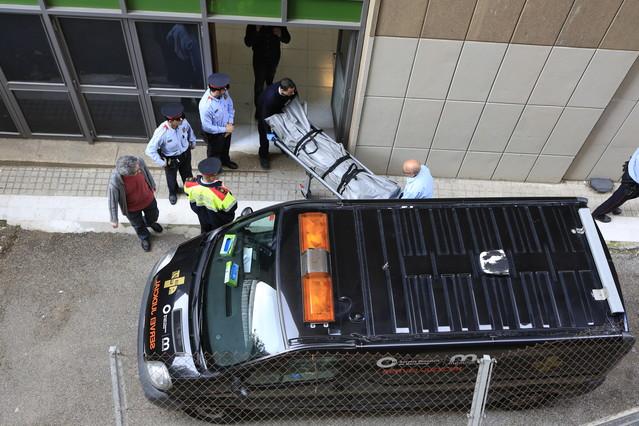 Un menor armado con una ballesta y un machete mata a un profesor en un instituto de BCN