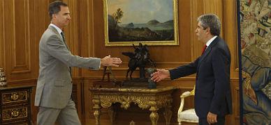 """El Rey: """"Es imprescindible evitar unas terceras elecciones"""""""