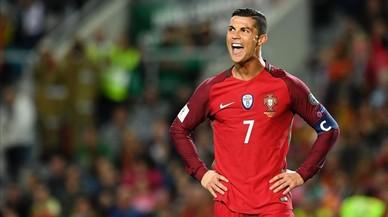 El cabreig de Cristiano Ronaldo després de fallar un altre penal davant Letònia