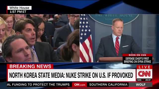 """Fuertes críticas al portavoz de la Casa Blanca por decir que """"ni siquiera Hitler usó armas químicas"""""""