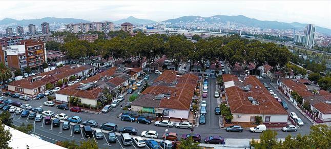 Bon pastor conservar una hilera de casas baratas for Casas baratas en barcelona