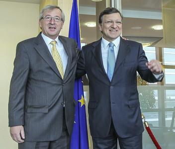 Jean-Claude Juncker (izquierda) y el presidente de la Comisión Europea, José Manuel Durao Barroso, el 18 de julio en Bruselas.