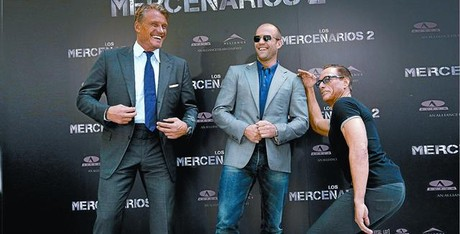 Desde la izquierda, Dolph Lundgren, Jason Statham y Jean-Claude Van Damme, ayer.