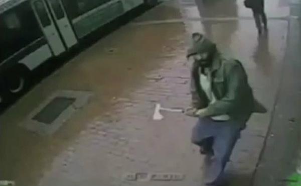 Un desconocido ataca con un hacha a dos polic�as en Nueva York