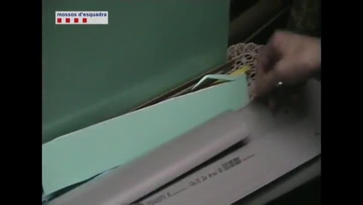 Cae una banda que falsific 250 tarjetas desde cajeros de for Cajeros barcelona