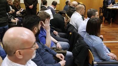 Los ultras que asaltaron la Blanquerna en la Diada del 2012, en una de las sesiones del juicio.
