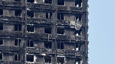 Els afectats per l'incendi de la torre a Londres seran reallotjats en un bloc de luxe