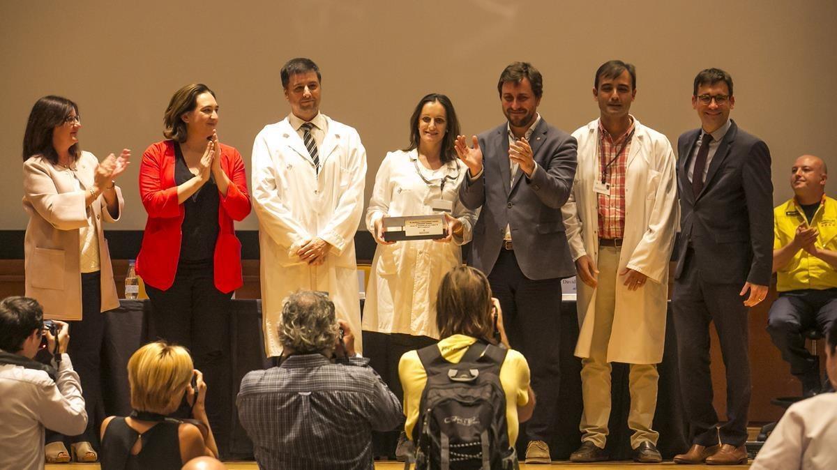 Reconocimiento a los sanitarios que atendieron a los for Sanitarios barcelona