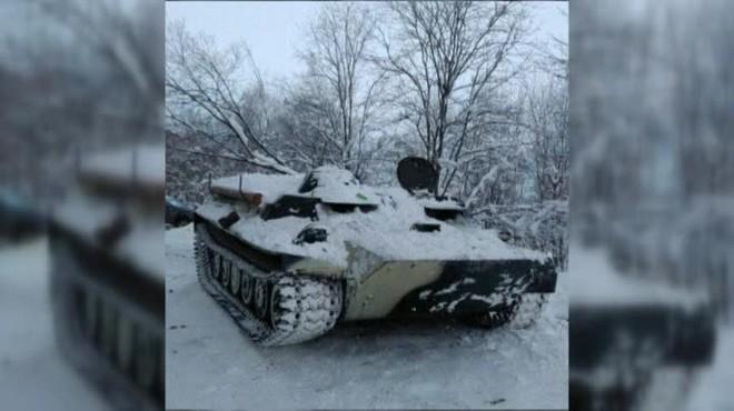 Un ruso aluniza con un tanque solo para robar una botella de vino