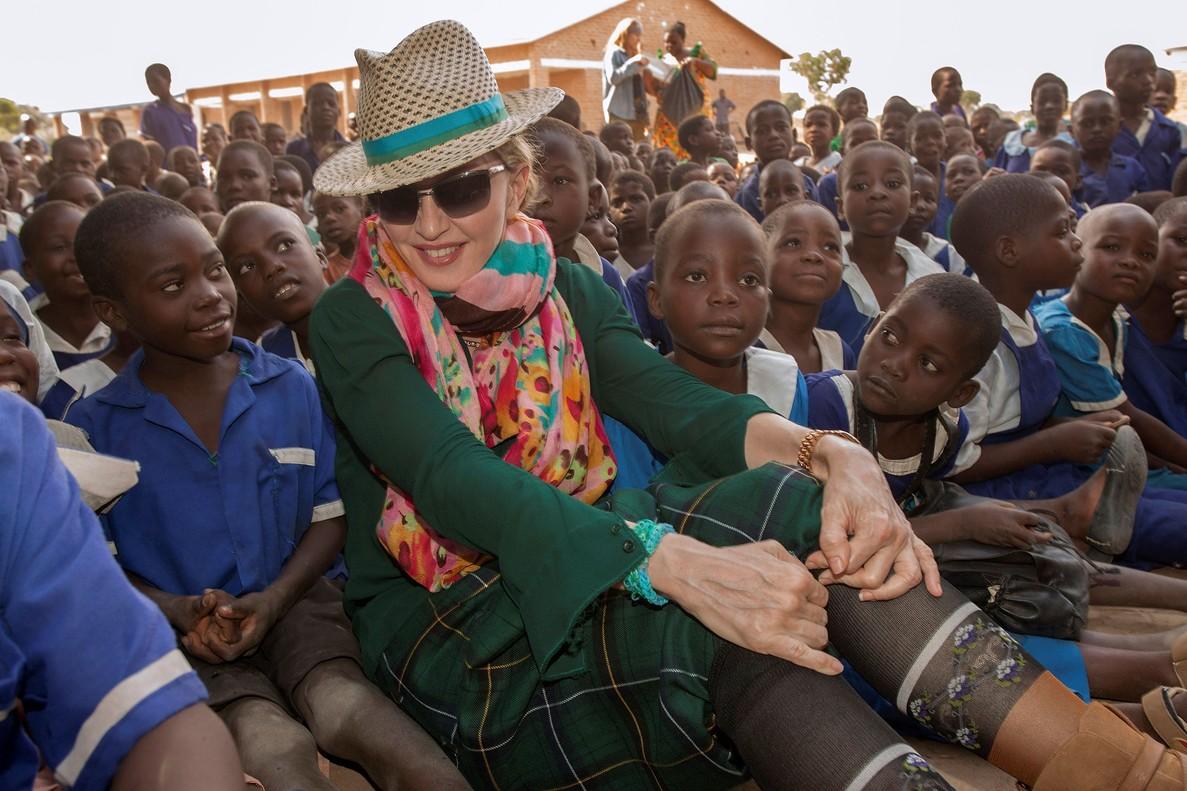 Madonna ja pot adoptar dos nens més de Malawi