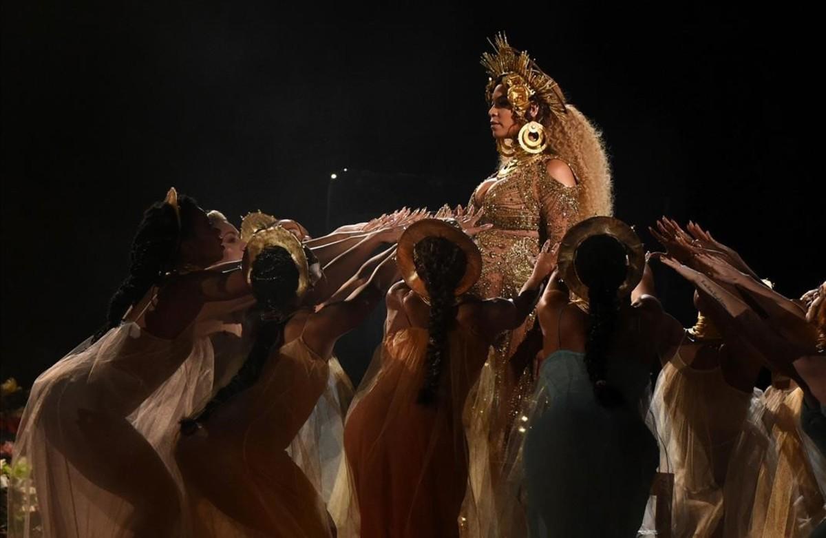 Actuación de la cantante Beyonce en la entrega de los premiosGrammyen Los Ángeles California.