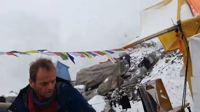 Un alpinista alemany va gravar l'allau als peus de l'Everest