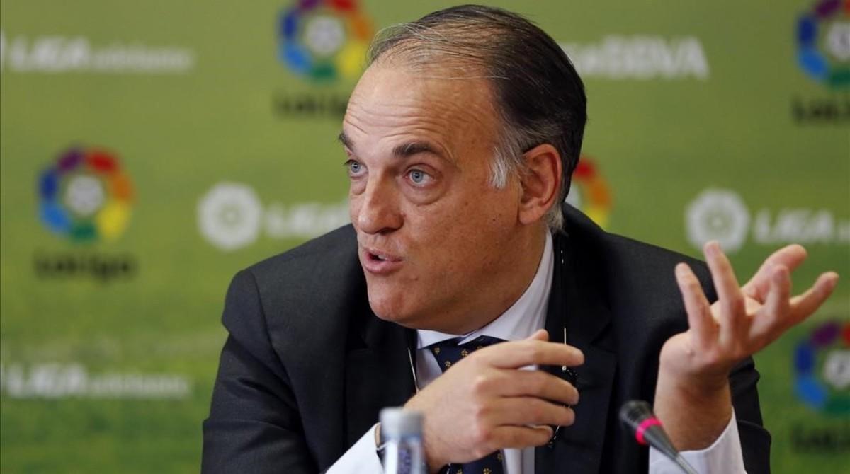 Tebas apoya a Piqué en el tema de los árbitros