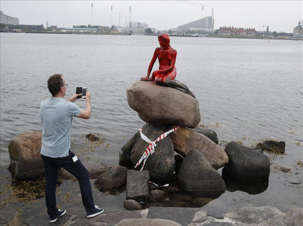 lpedragosa38672164 a man photographs the vandalized tourist attraction the litt170530215816
