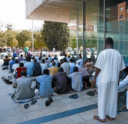 Conflicto en Mollet entre musulmanes y el ayuntamiento por una mezquita