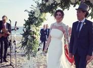 Paz Padilla y Juan Vidal, este s�bado durante su boda en la playa de Zahara de los Atunes.