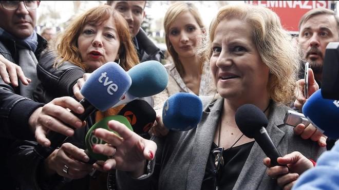 Mar�a �ngeles Ram�n-Llin, concejal del PP en el Ayuntamiento de Valencia, a su llegada al juzgado para declarar.