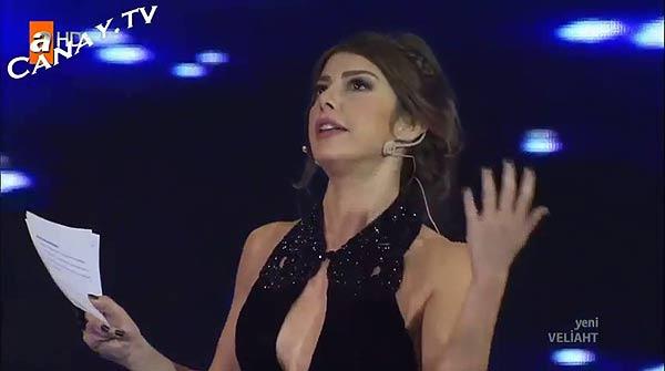 Una presentadora turca, despedida por lucir escote.