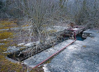 Antigua perforación, de los años 60, en busca de petróleo en la zona.
