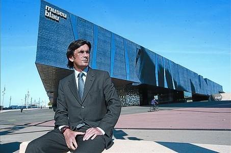 Fòrum 8Santiago Hernández, ayer, delante del Museu Blau.