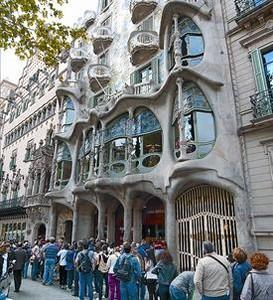 Paseo de Gràcia con Aragó  8Cola para visitar la Casa Batlló.