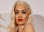 Rita Ora posa en los Fashion Awards de Londres, el d�a 2.