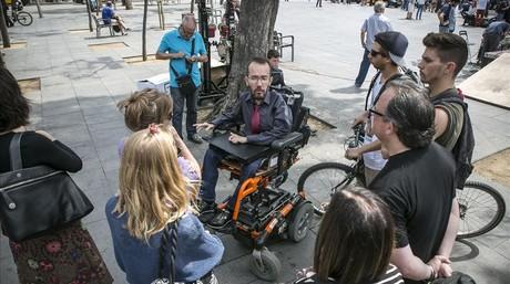 Pablo Echenique, en un acto de Podemos en Barcelona, el pasado mayo durante la campa�a de las europeas.