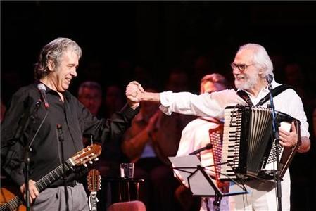 Paco Ib��ez junto a Georges Moustaki.