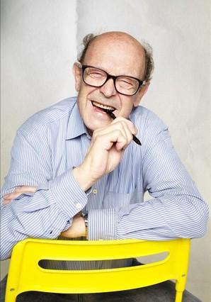 Francisco Ibáñez, en su estado natural: riendo y con un rotulador en la mano.