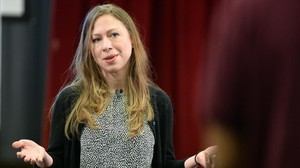 Chelsea Clinton sale en defensa del hijo de Donald Trump