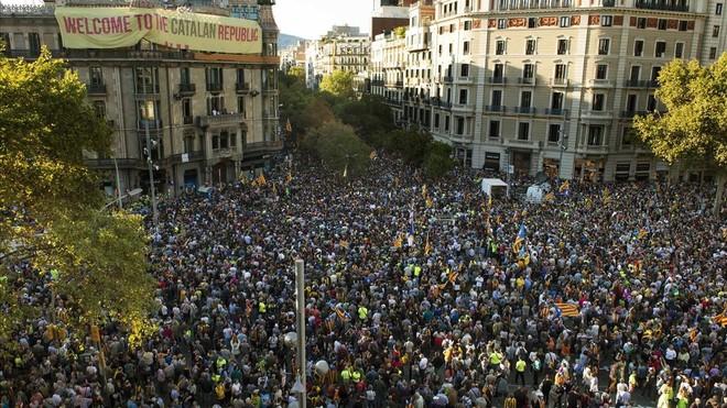 12 detenidos y una decena de registros en una operación de la Guardia Civil contra el referéndum (ES)