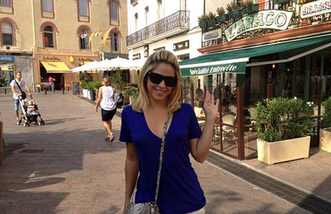 Shakira como una turista m s en francia for Como ir de barcelona a francia
