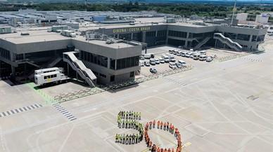 Los trabajadores celebran el 50º aniversario del aeropuerto de Girona