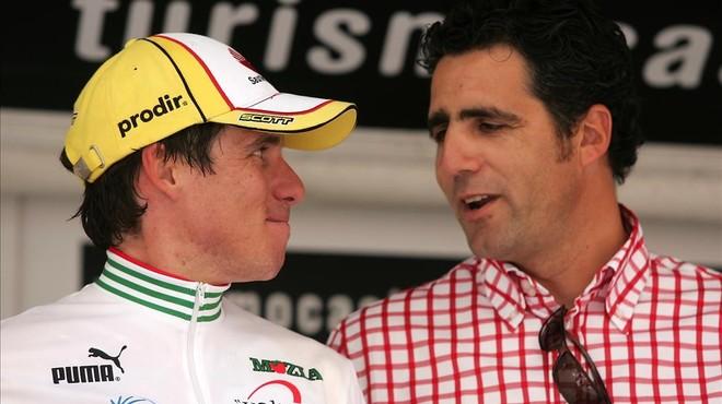 David Ca�ada, con Miguel Indur�in, en el podio de la Volta 2006.