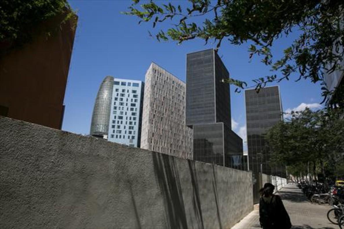 El centro de barcelona ha perdido metros de oficinas en cuatro - Oficina central de correos barcelona ...
