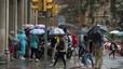 La pluja inunda baixos i altera el trànsit a l'àrea metropolitana