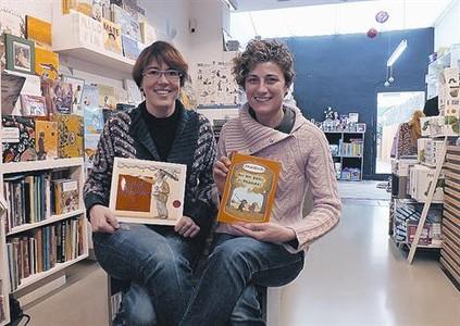 Diana Riba i Sònia Gómez, d'El Pati dels Llibres: «Els nens han de mirar i remenar»