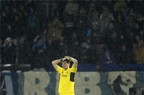 El error de Casillas en el duelo ante el Vitoria Guimaraes