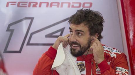 Fernando Alonso, en el box de Ferrari, en el circuito de Interlagos
