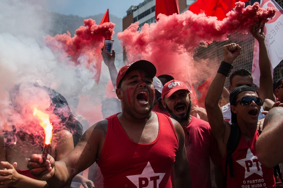 Los esc�ndalos de corrupci�n fracturan Brasil