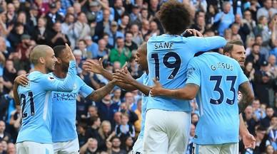 El City destrossa l'Stoke (7-2) i es queda sol en el liderat de la Premier