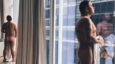 Jorge Javier Vázquez agita las redes con su desnudo en la habitación de su hotel en Nueva York.