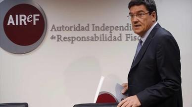 La autoridad fiscal mantiene su pulso con el Gobierno por su independencia