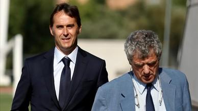 Julen Lopetegui sigue a �ngel Villar, camino de la presentaci�n del nuevo seleccionador, este jueves en Las Rozas